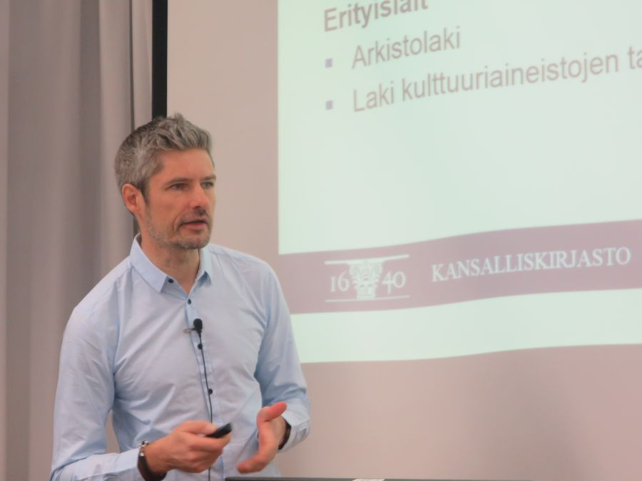 Kuva 1. Esa-Pekka Keskitalo Theseus-kehittämisseminaarissa 26.4.2016