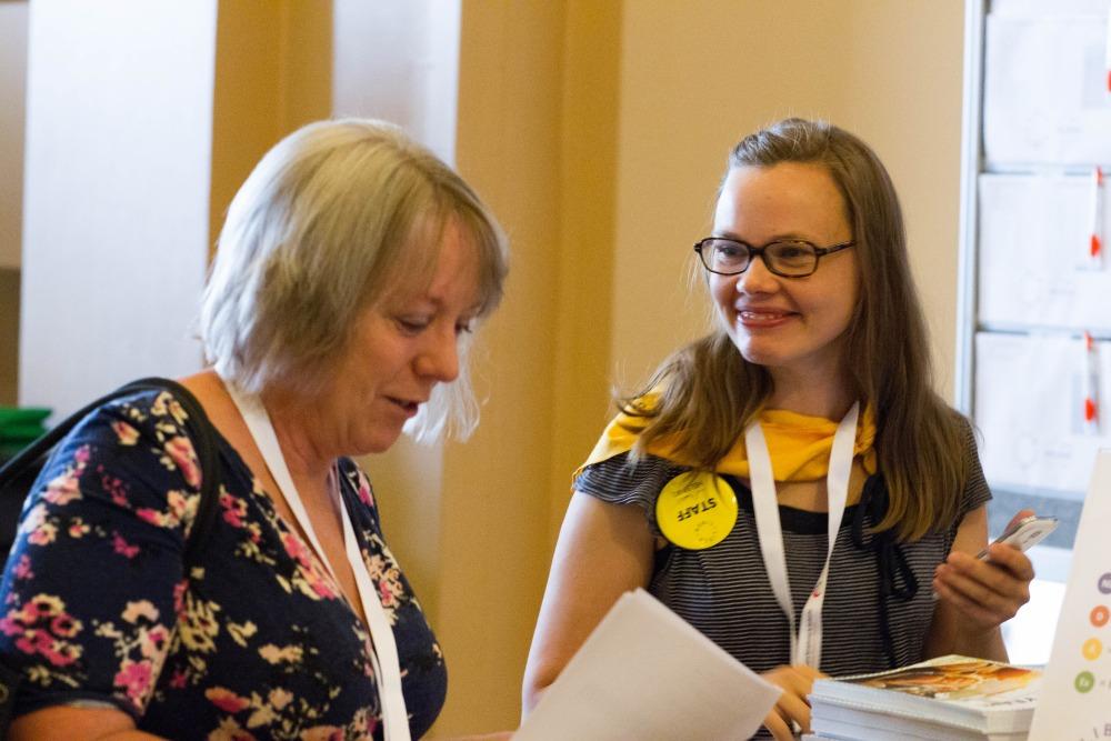 Kuva: Vapaaehtoiset huolehtivat osallistujien opastamisesta. Kuvaaja: Linda Tammisto