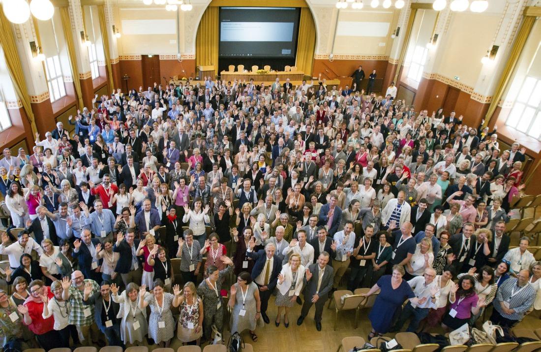 Kuva: Liber-konferenssin osallistujat yhteiskuvassa. Kuvaaja: Linda Tammisto