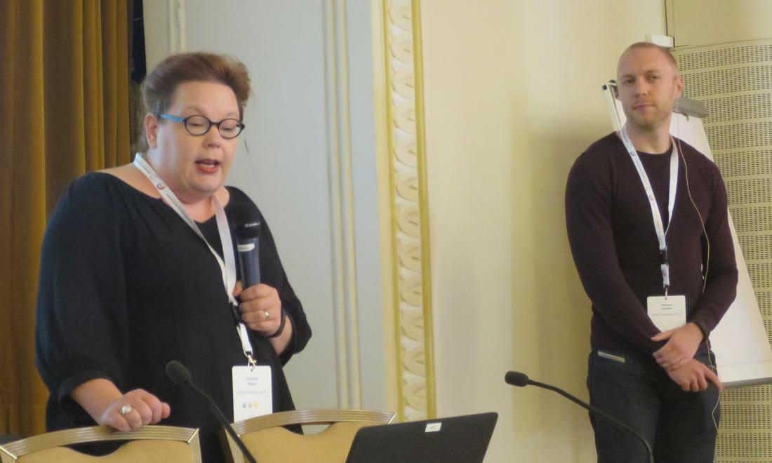 Kuva: Susanna Nykyri ja Valtteri Vainikka esittelivät Helsingin yliopiston kirjaston altmetriikka-kokemuksia