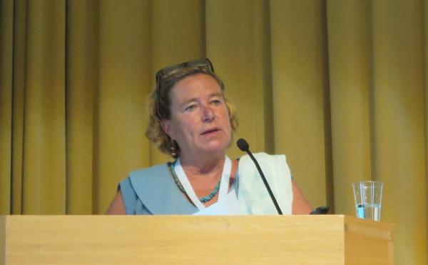 Kuva: Saskia de Vries esitteli uusia open access -julkaisemisen rahoitusmalleja