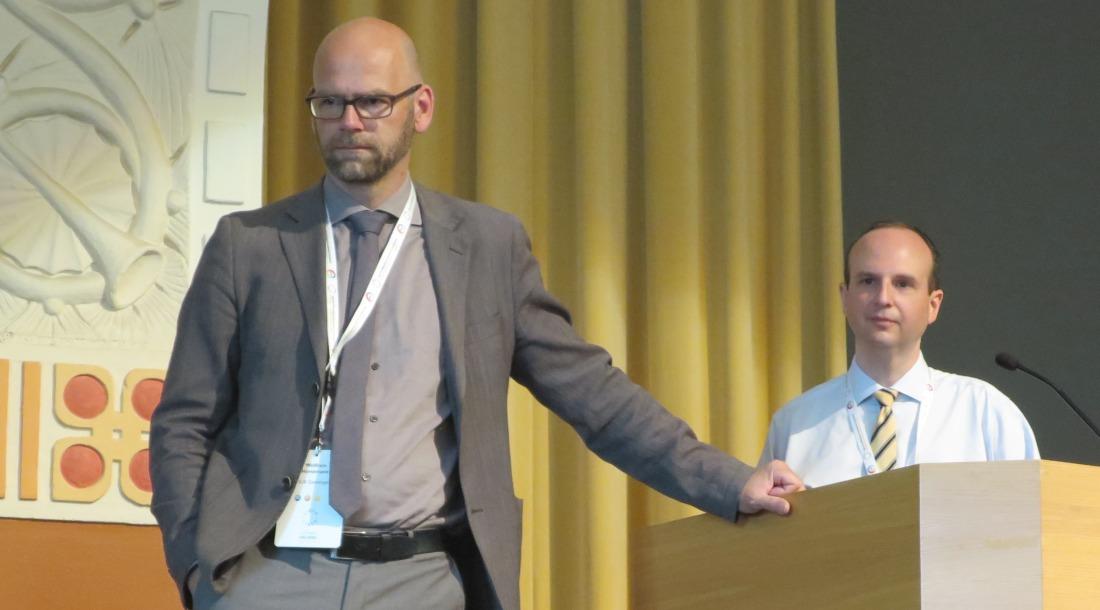 Kuva: Session vetäjä Wolfram Horstmann ja Peter Leonard (oikealla) kuuntelemassa yleisön kysymyksiä